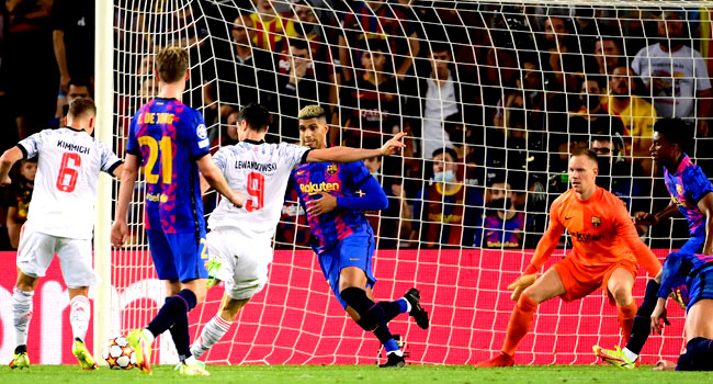 Lewandowski Nets Brace As Bayern Outplay Barcelona Again