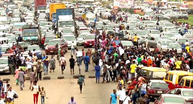 UNIBEN Students Block Highway, Protest Increased Late Registration Fee