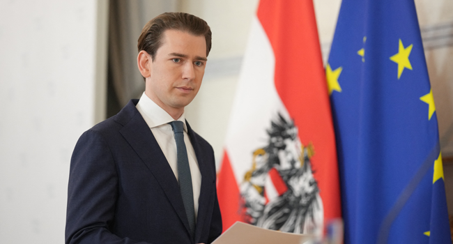 Austrian Chancellor Sebastian Kurz arrives to give a press statement on the government crisis at the Federal Chancellery in Vienna, Austria, on October 9, 2021. GEORG HOCHMUTH / APA / AFP